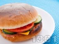 Рецепта Бургер с кайма, домати и краставица